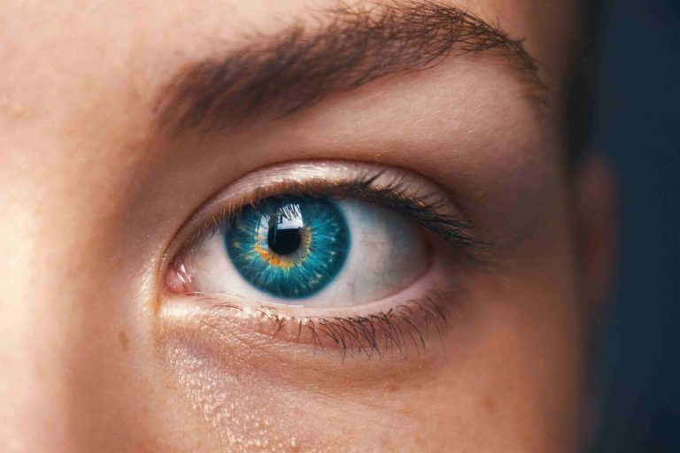 implante de sobrancelha ou pigmentação